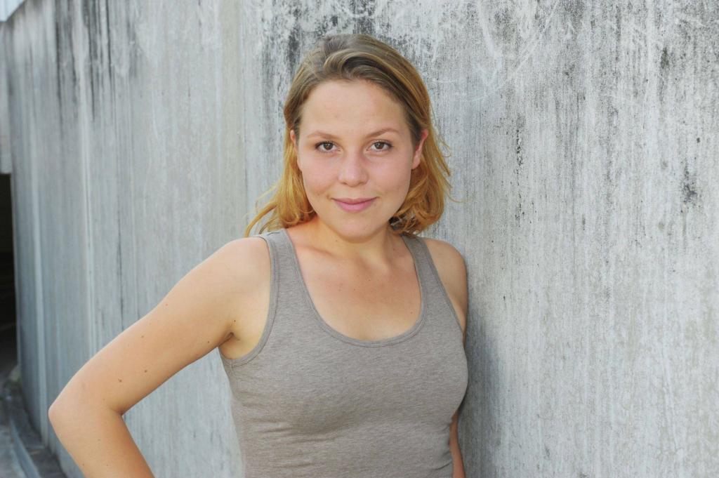 Franziska van der Heide spielt Mieze Lutze. Foto: RTL / Rolf Baumgartner