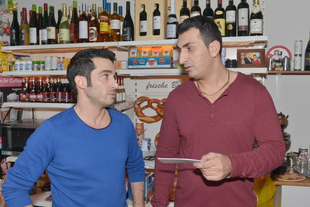 Mesut (Mustafa Alin, r.) und Tayfun (Tayfun Baydar). Foto: RTL / Rolf Baumgartner